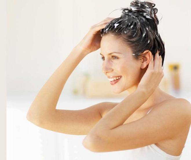 Dùng dầu xả đúng cách để có tác dụng dưỡng tóc ảnh 1