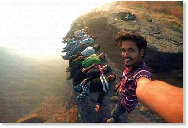"""Ấn Độ kêu gọi giới trẻ chụp ảnh """"tự sướng"""" có trách nhiệm để tránh tử vong ảnh 1"""