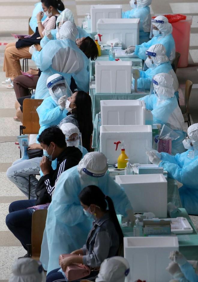 Thái Lan báo động tình trạng thiếu giường vì quá tải bệnh nhân Covid-19 ảnh 1
