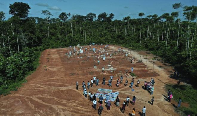 Những ngôi mộ tập thể bí mật chôn cất bệnh nhân Covid-19 ở Peru ảnh 1