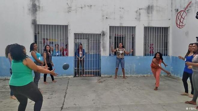 Trại giam không súng và bạo lực ở Brazil: Mọi người vào đây, tội ác ở lại bên ngoài ảnh 1