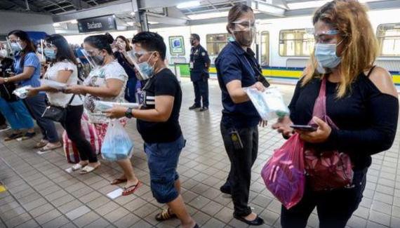 """Tổng thống Philippines ra lệnh bắt giữ những người """"đeo khẩu trang hở mũi"""" ảnh 1"""