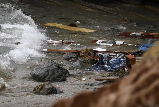 Giây phút nghẹt thở giải cứu người di cư bị nạn trên biển ở San Diego ảnh 1