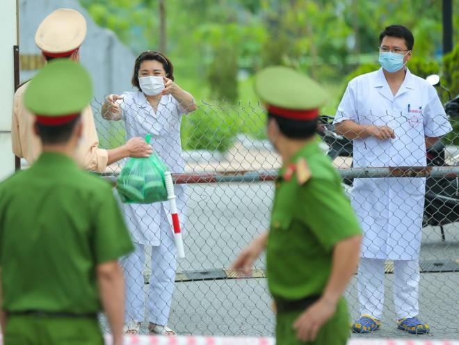 Hơn 1.000 y bác sĩ đang trong vùng bị phong tỏa: Sẵn sàng chiến đấu và chiến thắng đại dịch Covid-19 ảnh 2