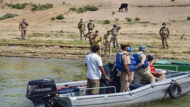 Ấn Độ ứng phó với nạn thả thi thể trôi sông ảnh 1