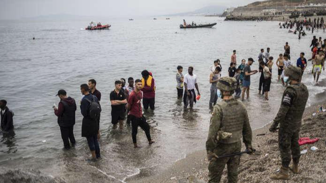 Tây Ban Nha ứng phó khẩn với làn sóng di cư đột biến từ Morocco ảnh 1