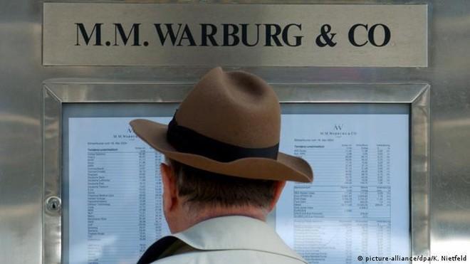Đức xử tù cán bộ ngân hàng đầu tiên trong bê bối gian lận tiền hoàn thuế ảnh 1