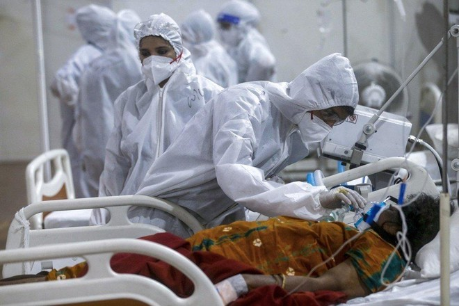 """Bịt lỗ hổng thiếu nhân lực y tế vì Covid-19 bằng các """"Cô dâu bác sĩ"""" ảnh 1"""