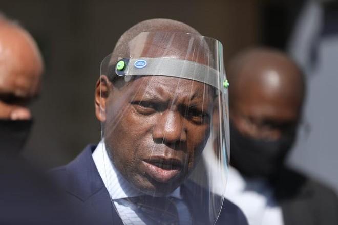 """Kỳ """"nghỉ phép đặc biệt"""" của Bộ trưởng Y tế Nam Phi ảnh 1"""