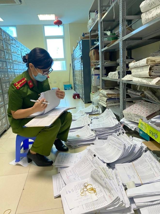 Những người lính lặng thầm trong chiến dịch cấp Căn cước công dân gắn chíp điện tử ảnh 2