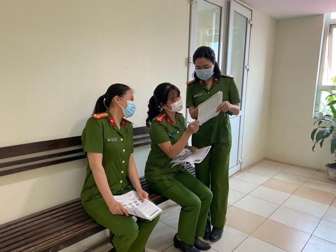Những người lính lặng thầm trong chiến dịch cấp Căn cước công dân gắn chíp điện tử ảnh 3
