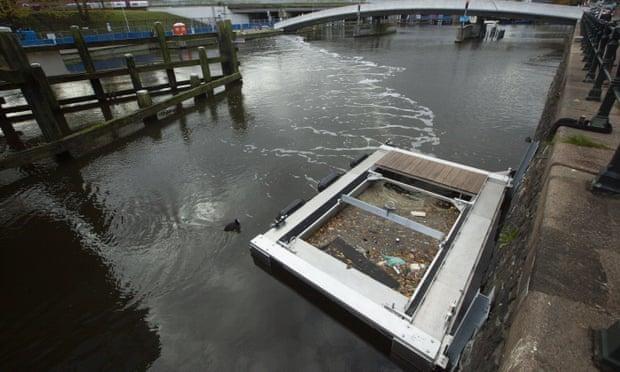 """Rào chắn bong bóng """"bẫy"""" chất thải nhựa trên sông ở Amsterdam ảnh 2"""