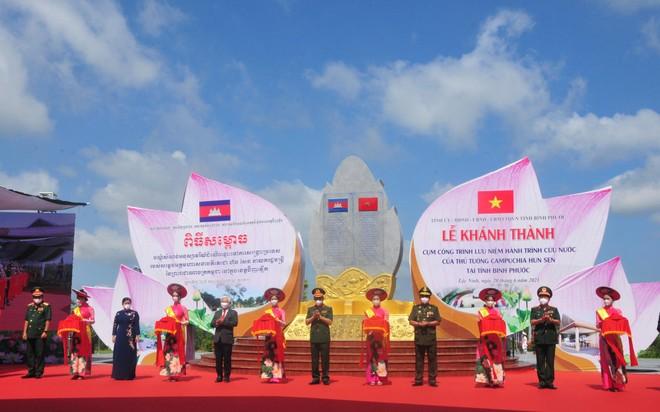 Khánh thành công trình thắt chặt tình hữu nghị Việt Nam-Campuchia ảnh 1