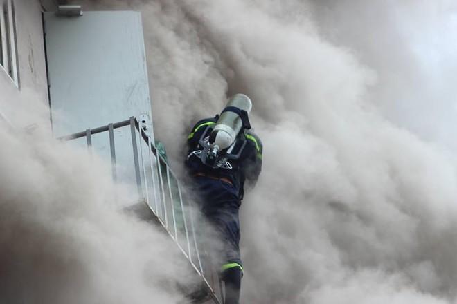 Cùng lính cứu hỏa giành giật sự sống trước tử thần ảnh 3