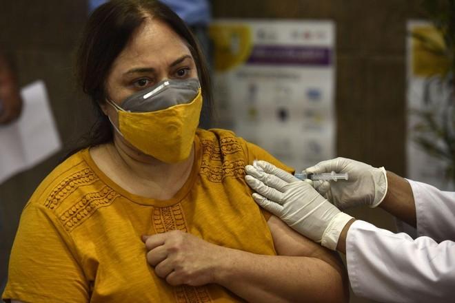 Thế giới tăng tốc tiêm chủng vaccine ngừa Covid-19 để xoay chuyển tình hình ảnh 1