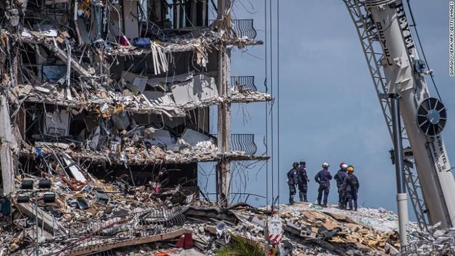 """Vụ sập tòa chung cư ở Miami, 150 người mất tích: """"Phép màu có thể đến, nhưng phải rất thực tế"""" ảnh 1"""