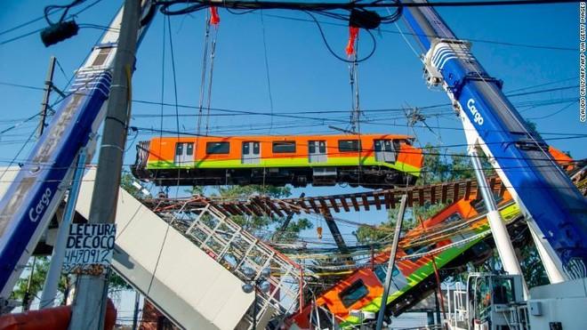 Tỷ phú Mexico Carlos Slim tài trợ sửa lại đoạn đường sắt đô thị bị sập ảnh 1