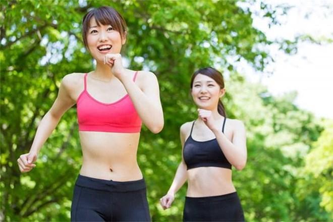 """Nguyên tắc """"vàng"""" tập thể dục trong thời tiết nắng nóng ảnh 1"""