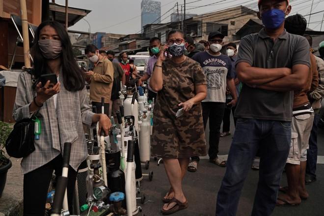 Indonesia: Hàng chục bệnh nhân Covid-19 tử vong vì thiếu oxy ảnh 1