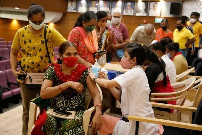 Đường dây tiêm vaccine Covid-19 giả ở Ấn Độ bị phát hiện như thế nào? ảnh 2