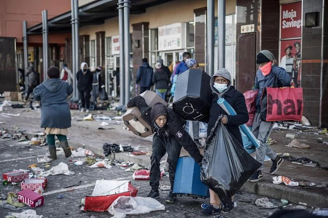 Gốc rễ sâu xa đằng sau nạn bạo lực và cướp bóc ở Nam Phi ảnh 1