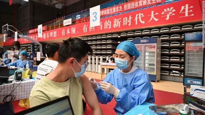 Trung Quốc: Người chưa tiêm vaccine ngừa Covid-19 không được vào bệnh viện, công viên, trường học… ảnh 1