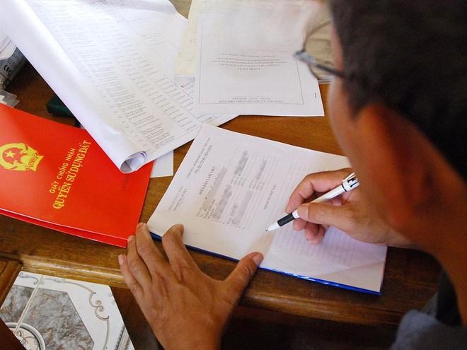 Quy định của pháp luật về độ tuổi được đứng tên khi nhận tài sản nhà đất được cho tặng ảnh 2