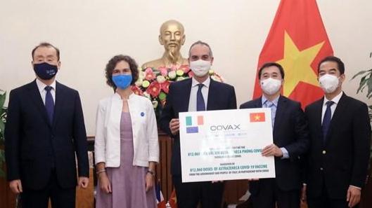 Việt Nam tiếp nhận 1,5 triệu liều vaccine phòng Covid-19 từ Pháp và Italy ảnh 1