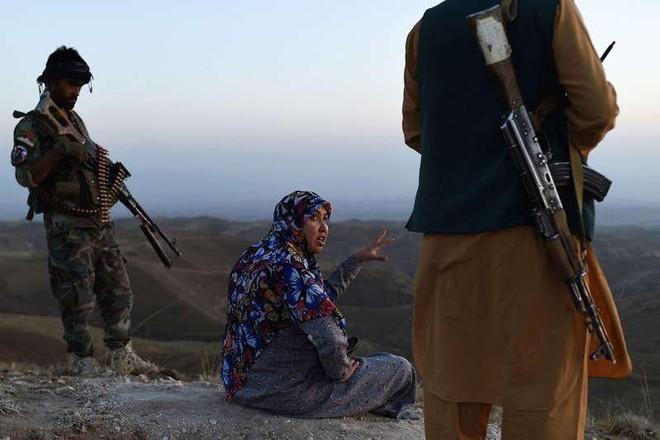 Hành trình trốn chạy nghẹt thở của một nữ thủ lĩnh chống Taliban ảnh 2