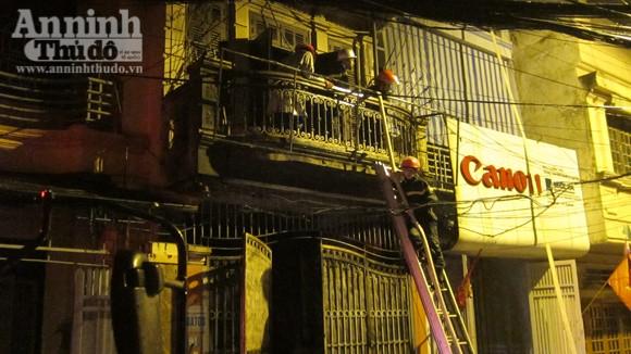 Hãi hùng cảnh ngôi nhà cháy rực, giữa đêm tối mịt mùng ảnh 4