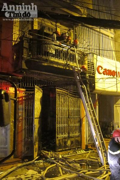 Hãi hùng cảnh ngôi nhà cháy rực, giữa đêm tối mịt mùng ảnh 8