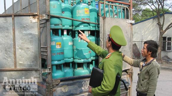 Cháy xe chở gas..., bình đâu ra mà chữa (?!) ảnh 3