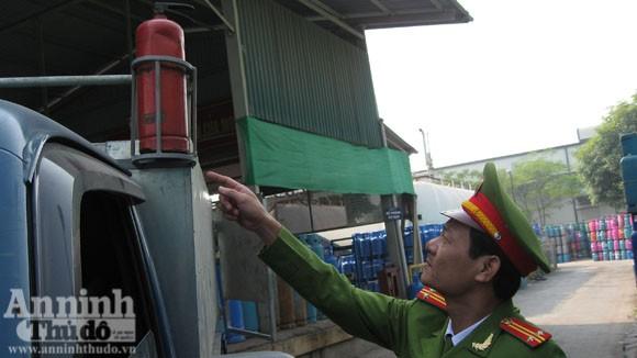 Cháy xe chở gas..., bình đâu ra mà chữa (?!) ảnh 5