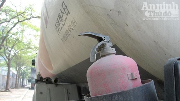 Cháy xe chở gas..., bình đâu ra mà chữa (?!) ảnh 2
