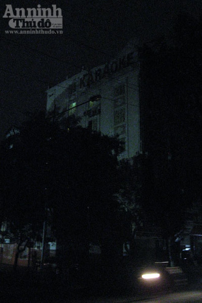 """Hà Nội: Hàng chục cảnh sát vừa đột kích """"động lắc"""" Pyramid"""