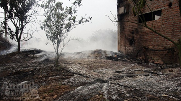 """Hàng trăm mét xưởng phế liệu cháy rụi ngày """"Cá tháng Tư"""" ảnh 9"""
