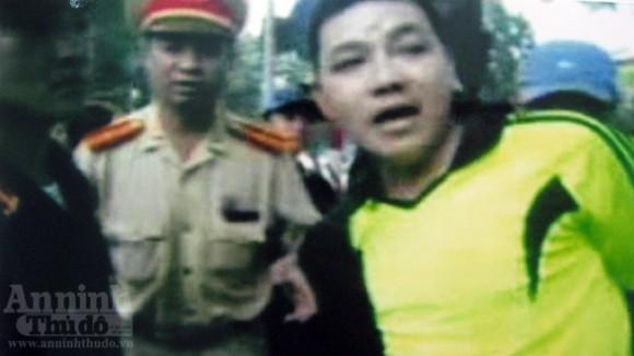 Bắt giam đối tượng lăng mạ, chống đối cảnh sát ảnh 4