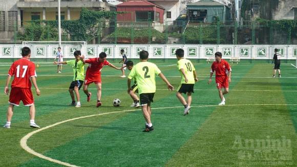 Giao hữu bóng đá, thắt chặt đoàn kết ảnh 2