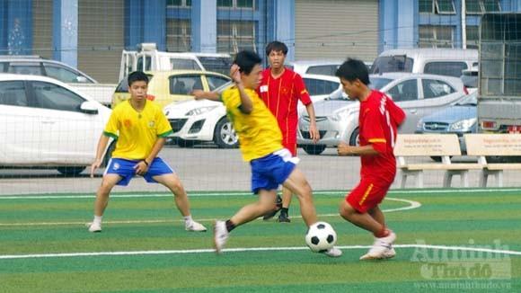 Giao hữu bóng đá của tuổi trẻ CAP Cửa Đông