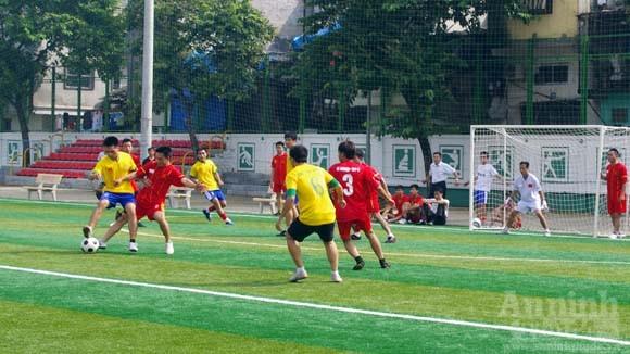 Giao hữu bóng đá của tuổi trẻ CAP Cửa Đông ảnh 4