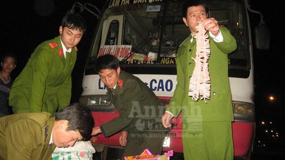 """Công an Hà Nội bắt vụ pháo """"siêu khủng"""" trong đêm ảnh 3"""