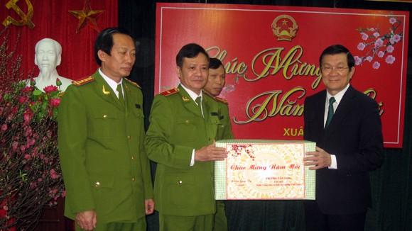 Chủ tịch nước Trương Tấn Sang thăm, chúc Tết tại Cục CSĐT tội phạm về ma túy