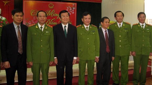 Chủ tịch nước Trương Tấn Sang thăm, chúc Tết tại Cục CSĐT tội phạm về ma túy ảnh 4
