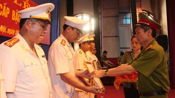 Trên 5.500 sỹ quan, CBCS Công an Hà Nội được thăng cấp bậc hàm, nâng lương ảnh 3