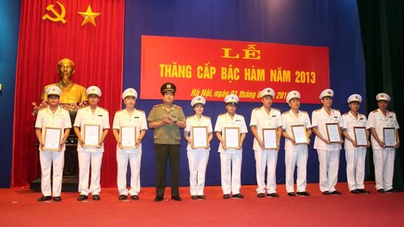 Trên 5.500 sỹ quan, CBCS Công an Hà Nội được thăng cấp bậc hàm, nâng lương ảnh 4
