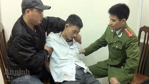 """Bắt giam bố đẻ bé trai 1 tháng tuổi doạ giết con vì """"ngáo đá"""" ảnh 1"""