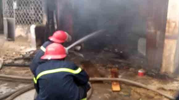 5 xe chữa cháy cứu xưởng mộc bốc phát hỏa ảnh 7