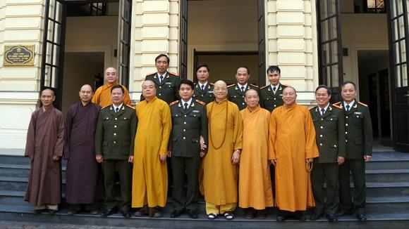 Các vị chức sắc Trung ương Giáo hội Phật giáo Việt Nam chúc Tết Công an Hà Nội