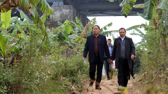 CATP Hà Nội chúc Tết, tặng quà nhân dân, giáo dân nghèo ven sông Hồng ảnh 2