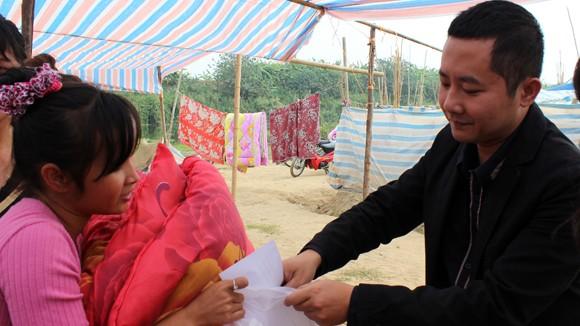 CATP Hà Nội chúc Tết, tặng quà nhân dân, giáo dân nghèo ven sông Hồng ảnh 13